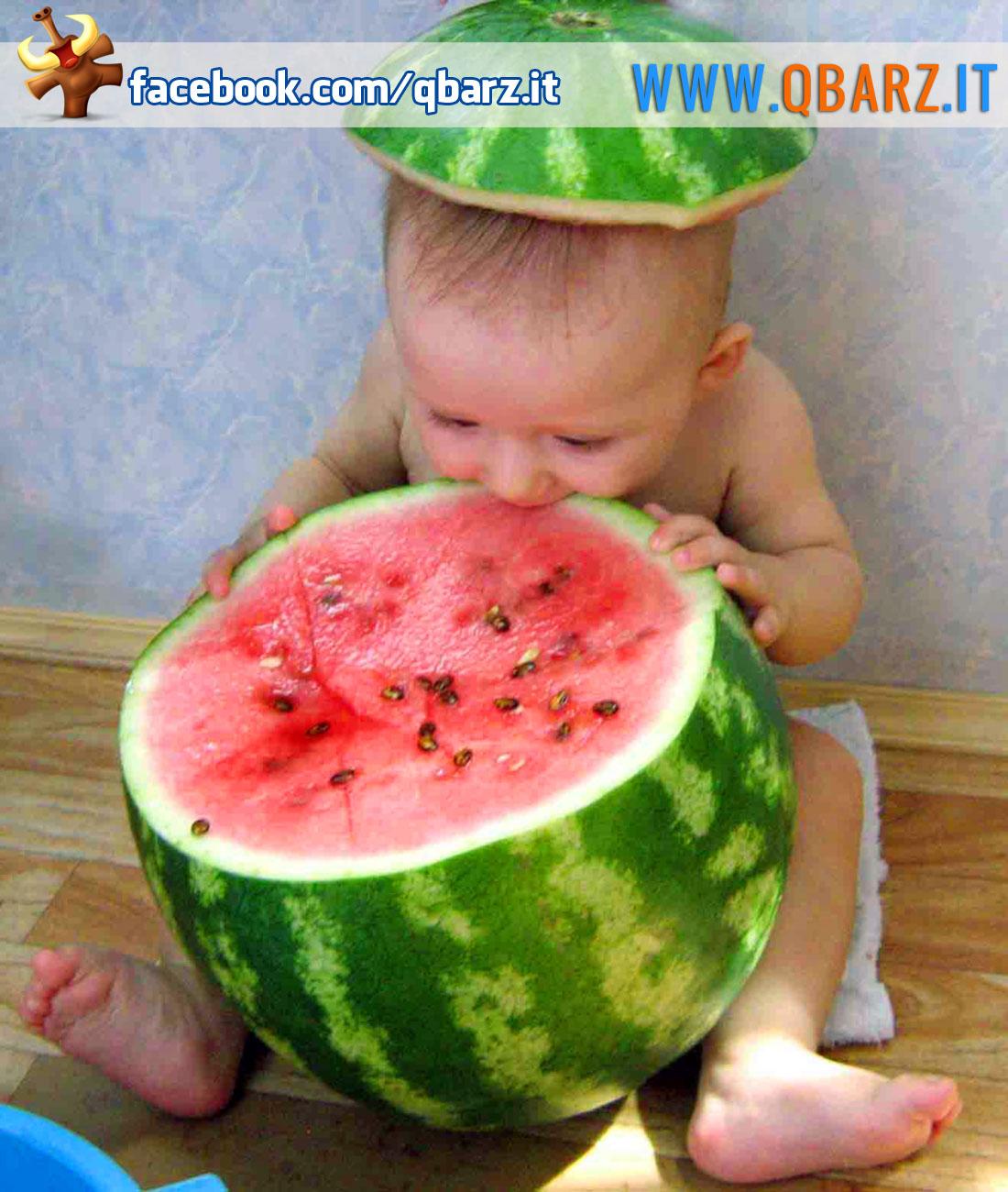 Bambino con anguria