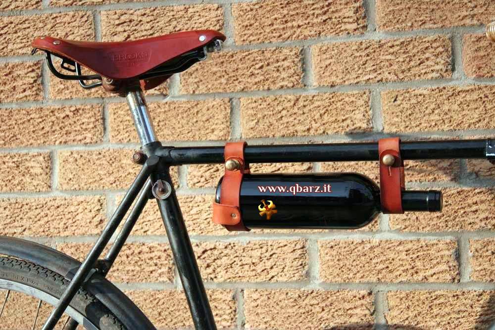 Bicicletta con borraccia speciale