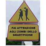 Cartello: attenzione agli zombie dello smartphone