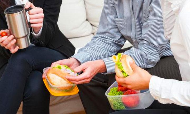 Colleghi in pausa pranzo