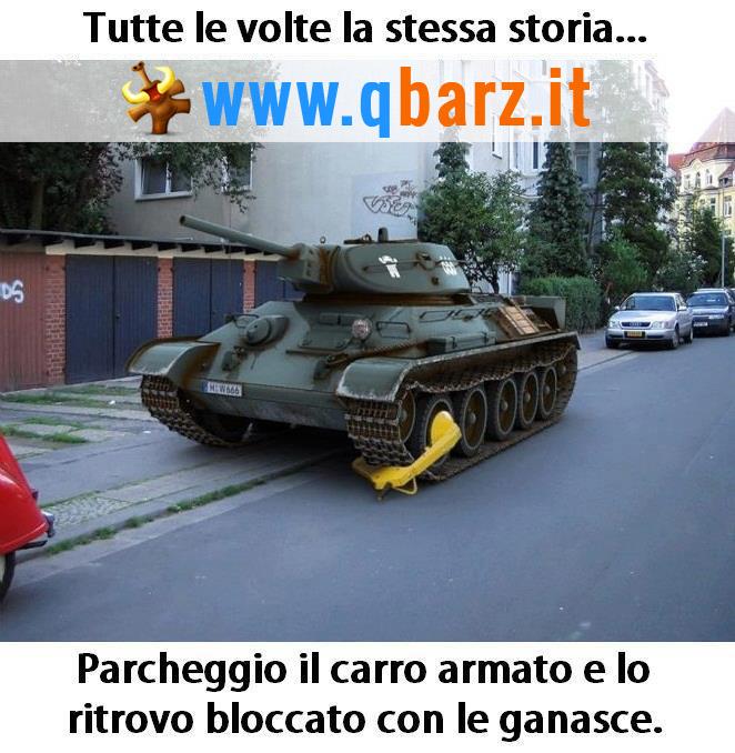 Ganasce per il carro armato parcheggiato